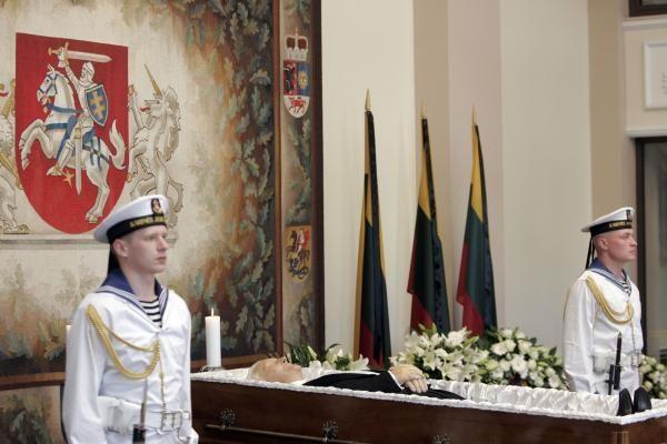 Su A.Brazausku atsisveikino užsienio valstybių buvę ir esami vadovai