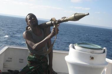 Piratai paleido prie Somalio krantų pagrobtą laivą su dvylika ukrainiečių