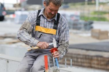 Vienos darbo valandos sąnaudos per metus sumažėjo dešimtadaliu