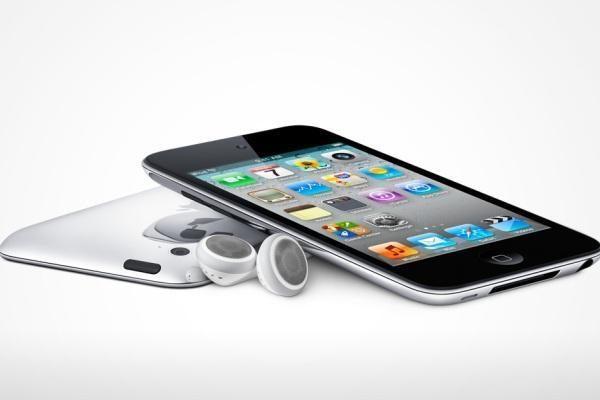 """""""Apple"""" pristatė tris atnaujintus """"iPod"""" grotuvus"""