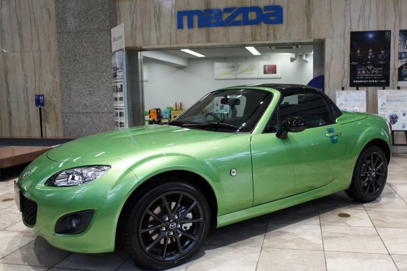 """""""Mazda"""" ir """"Fiat"""" sukirto rankomis dėl bendro modelio"""