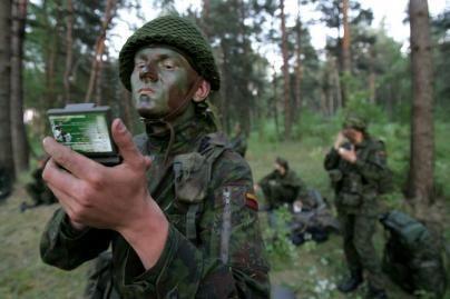 Nekokybiškos karių uniformos grąžinamos gamintojui