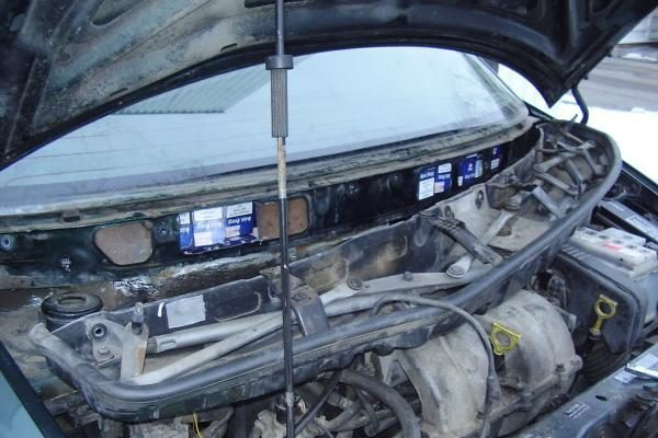 Nidoje sulaikyta mašina su įrengta slėptuve