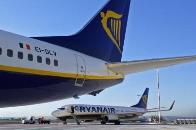 """""""Ryanair"""" ketvirčio pelnas smuko penktadaliu"""