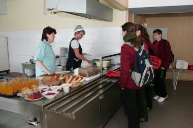 Jauniausiems moksleiviams – nemokamas maitinimas