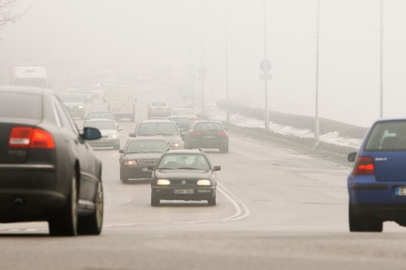 Kelininkai: eismo sąlygas sunkina rūkas ir plikledis