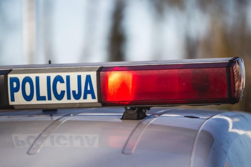 Kauno rajone pavogta dėžė su    ginklais