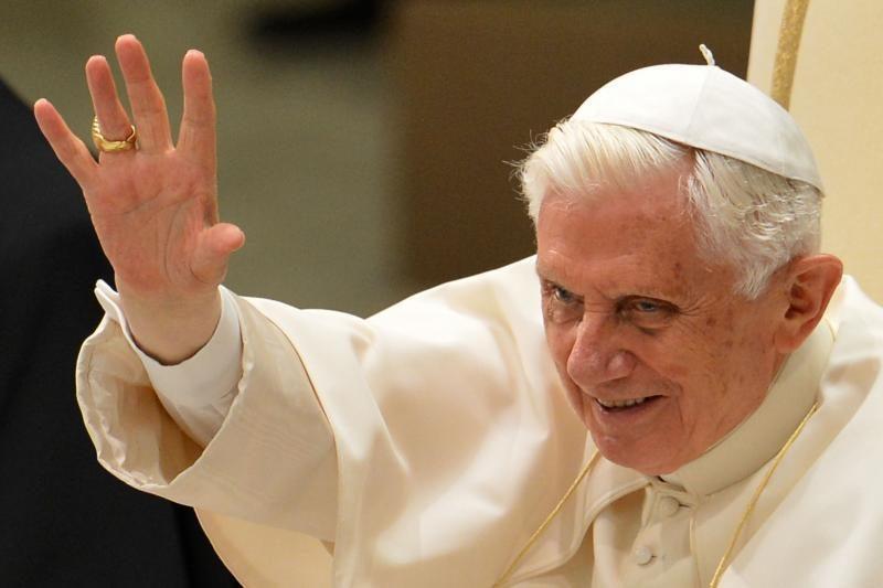 Popiežius beveik nemato viena akimi, jam patarta vengti skrydžių