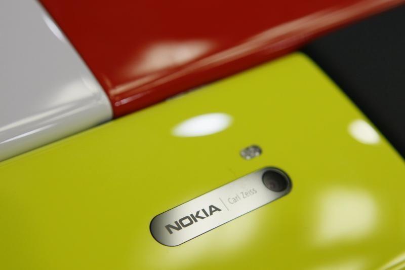 """""""Nokia"""" ketina gaminti labai pigius telefonus"""