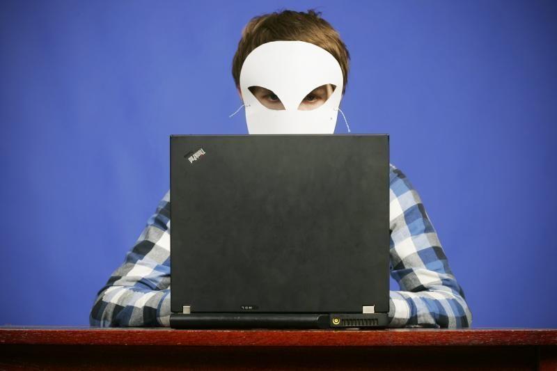 Uždarbį žadėjęs 19-metis įtariamas internetu apgavęs pusšimtį žmonių