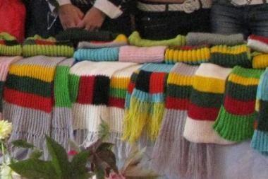 Lietuvos moksleivių numegzti šalikai keliaus į Afganistaną