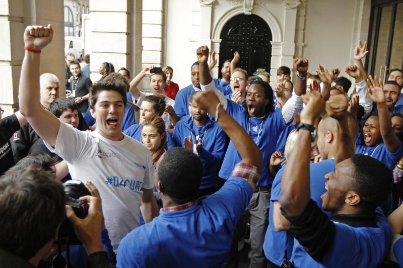 """Olandai gudriai pasijuokė iš """"iPhone 5"""" gerbėjų"""