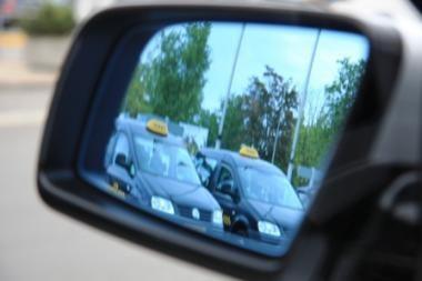 Sostinės taksistus galimai plėšdavęs vyras laukia teismo