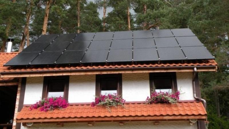 Seime palaikymo sulaukė siūlymas pristabdyti saulės elektrinių plėtrą
