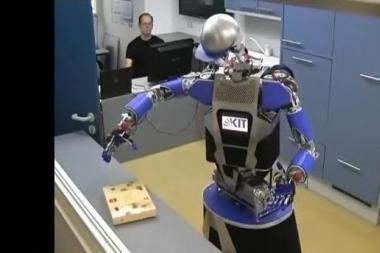 Sukūrė robotą, kuris mokosi liesdamas