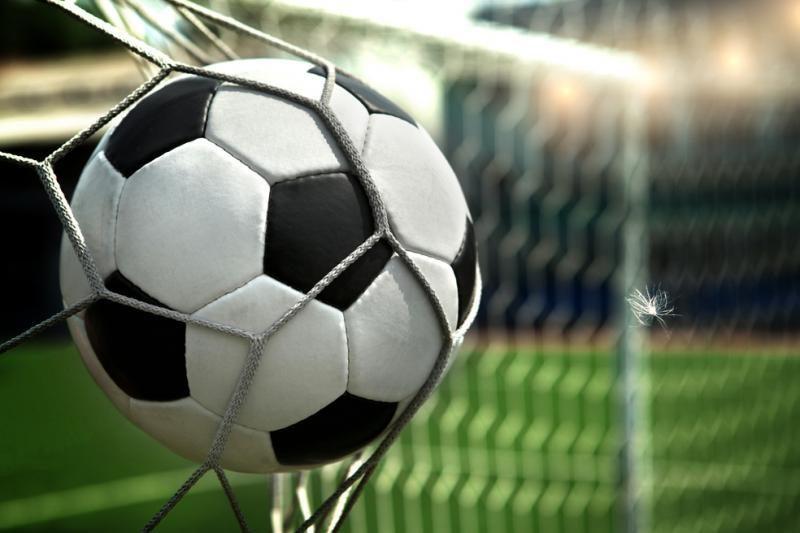 Paaiškėjo pirmoji merginų futbolo pirmenybių pusfinalio dalyvė