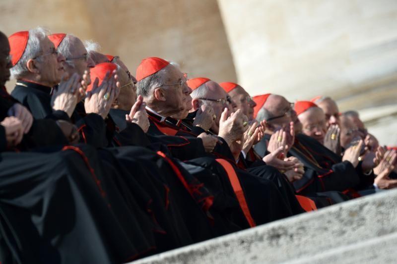 Garbė pranešti pasauliui apie išrinktą naują popiežių teks prancūzui