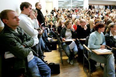 Studentų atstovai - prieš planus mažinti minimalią algą jauniems darbuotojams