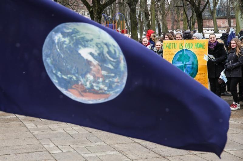 Švęsdami Žemės dieną moksleiviai nerimavo dėl klimato atšilimo