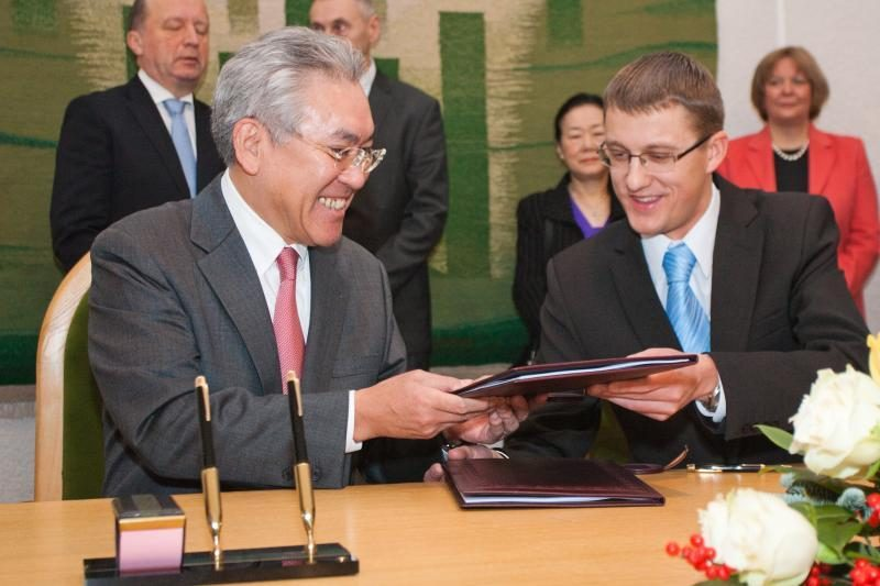 """Vyriausybė ir """"Hitachi"""" parafavo koncesijos sutartį dėl naujos AE"""