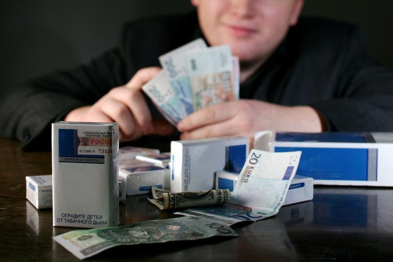 Pasienyje sulaikyti du jaunuoliai su 8 tūkst. pakelių cigarečių