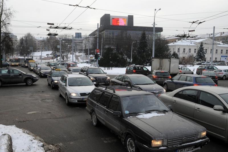 Nesulaukę darbo dienos pabaigos Vilniaus gyventojai užkimšo miestą