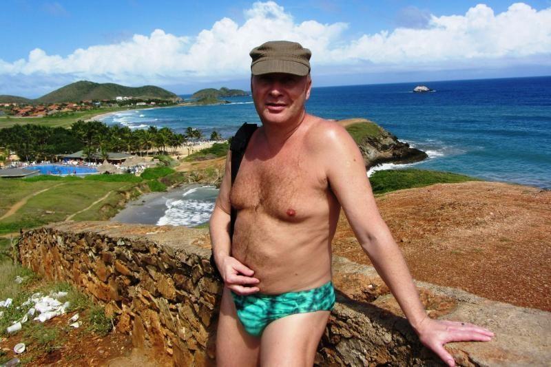 J. Smoriginas skelbia aukcioną: maudymosi kelnaitės – 5 tūkst. litų