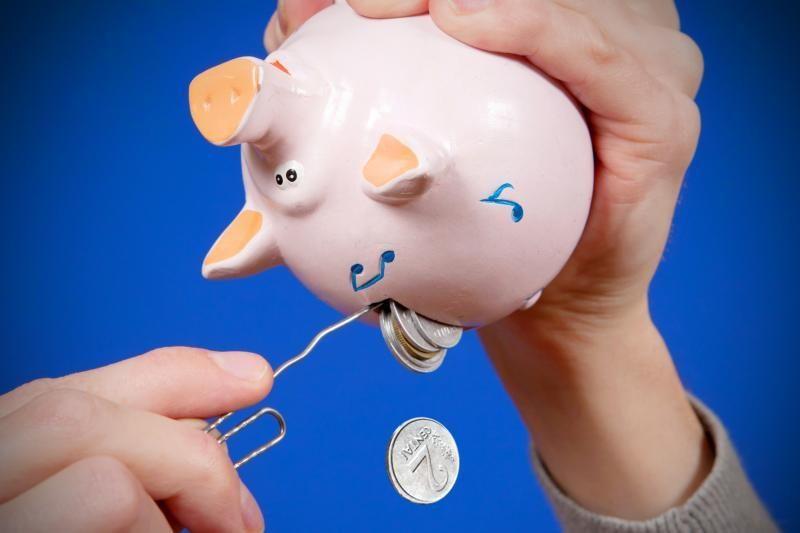 Analitikė: gyventojai vis plačiau atveria pinigines