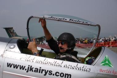 J.Kairys ruošiasi skrydžiui po Rygos tiltu