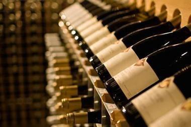 Gyventojai investuoja į gėrimus, meną ir auksą
