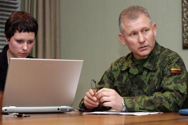Kariuomenės vadas: dėkoju kariams, kurie ėjo nemokamų atostogų