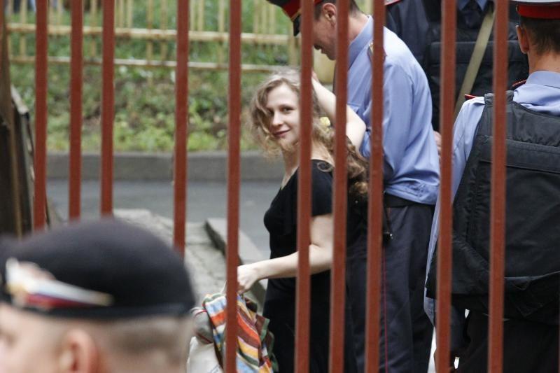 """Grupės """"Pussy Riot"""" narės laukia Rusijos teismo sprendimo"""