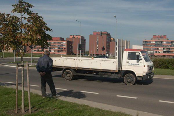 Sostinėje Pilaitės prospekte sunkvežimis sunkiai sužalojo vaiką
