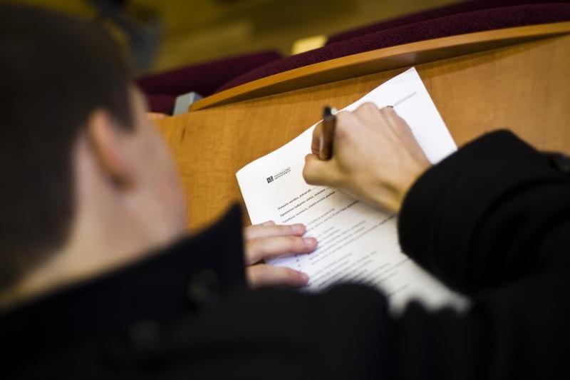 LLRA neatsisako reikalavimų atšaukti suvienodintą lietuvių k. egzaminą