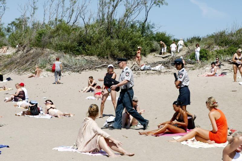Plikšis pliaže apstumdė policininkę