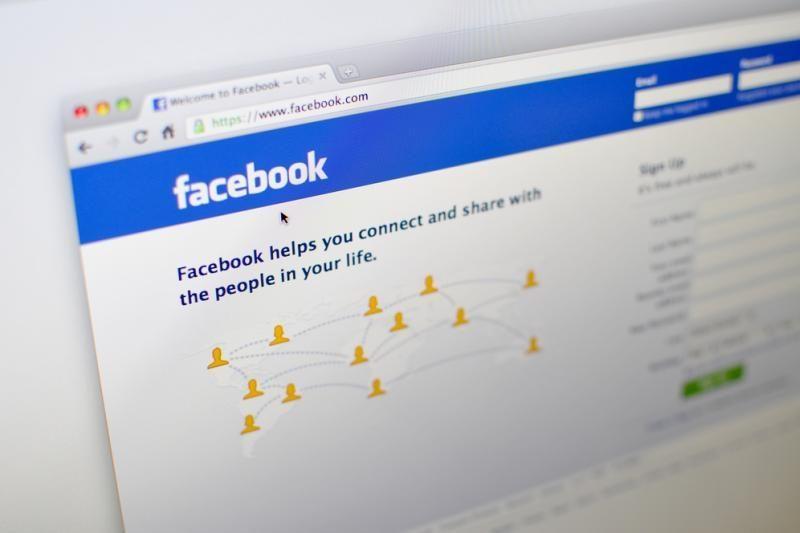 """""""Facebook"""" netrukus gali imti veikti lėčiau"""