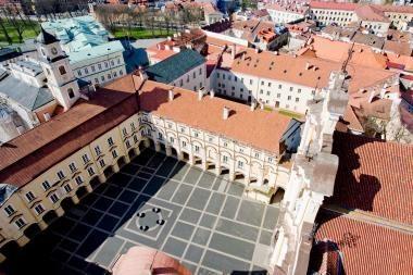 """Vilniaus universitete įteikiami diplomai """"Lyderystės akademijos"""" moksleiviams"""