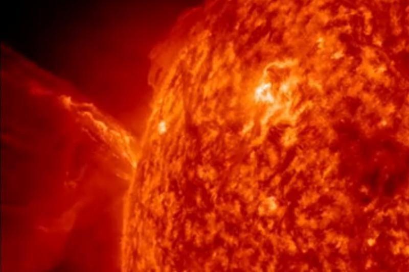 NASA Saulėje užfiksavo galingą vainikinės masės išsiveržimą