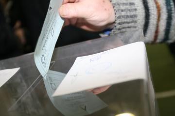 Didinamas išankstinio balsavimo vietų ir komisijos narių skaičius