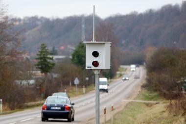 Už greičio matuoklio užfiksuotą pažeidimą atsakys automobilio savininkas