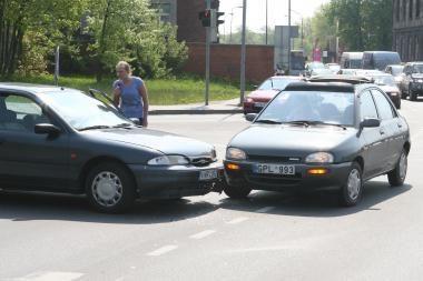 Reguliuojamoje sankryžoje - automobilių avarija
