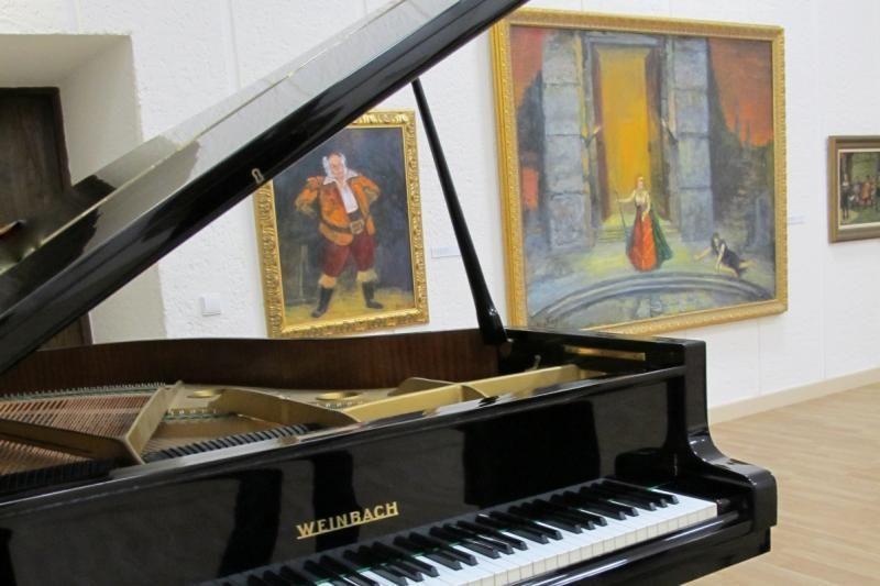 Prano Domšaičio galerijoje Klaipėdoje tarp paveikslų skamba muzika