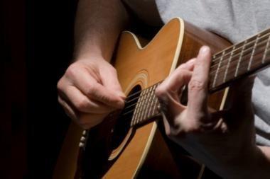 Muzikantai dainas kuria vištidėje