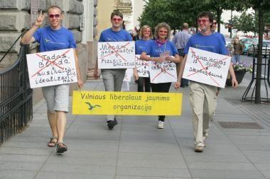 Jaunimo organizacija protestavo prieš gėjus papiktinusį įstatymą