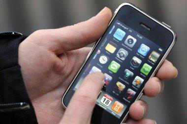 """""""iPhone"""" ar """"iPad"""" naudojimas verslo įmonėse"""