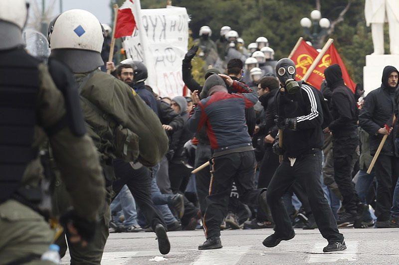 Graikijos profsąjungos pradėjo dviejų parų streiką