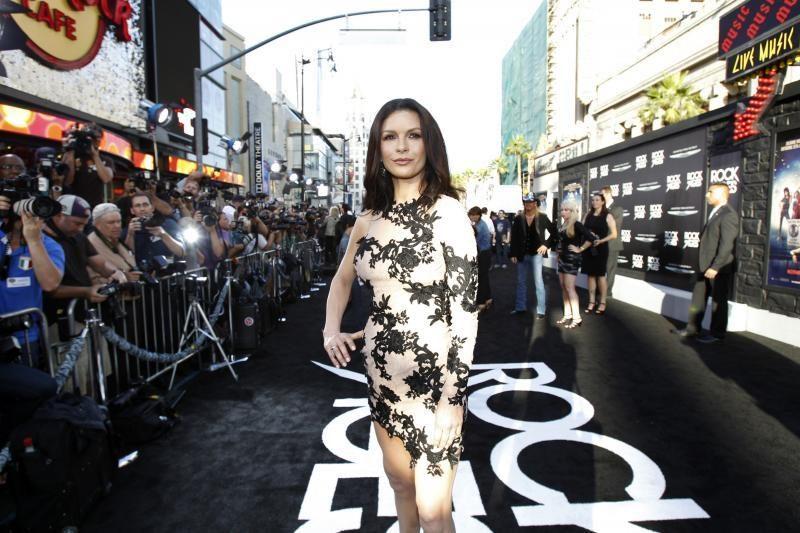 Holivudo aktorė C. Zeta-Jones išvyko gydytis į psichiatrijos kliniką
