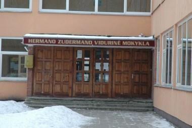 Teismas apgynė gimnaziją dėl internete paskelbtos klasės nuotraukos