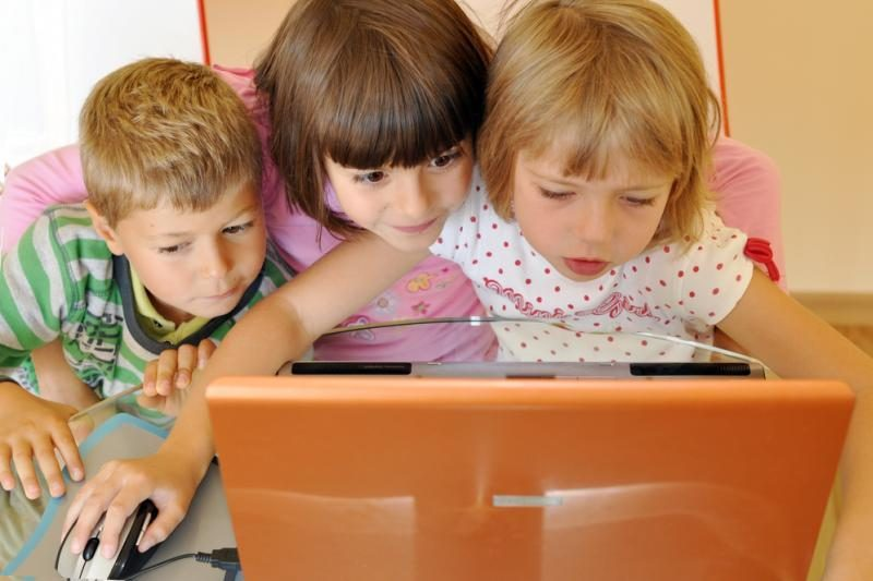Vaikai naršo internete: draudžiamos temos ir toliau populiarios