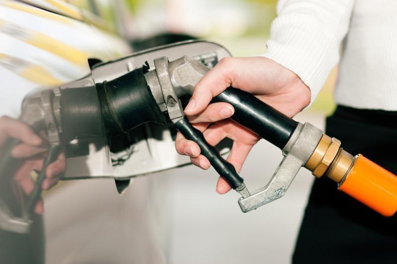 Benzino kaina Paryžiuje perkopė dviejų eurų ribą